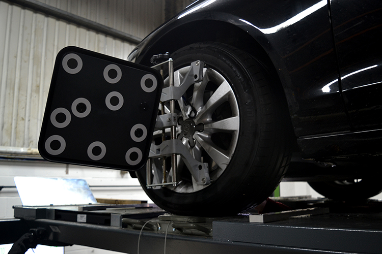 323 We have installed two brand new 3D tracking and wheel alignment ramps