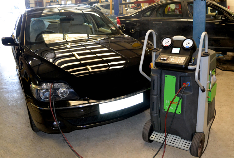 4110 Land Rover air conditioning services and Land Rover air con regas, refill and recharge