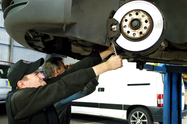 4210 We are a car and vehicle Mitsubishi brake specialist and can service or replace your Mitsubishi's brakes and ABS Brakes