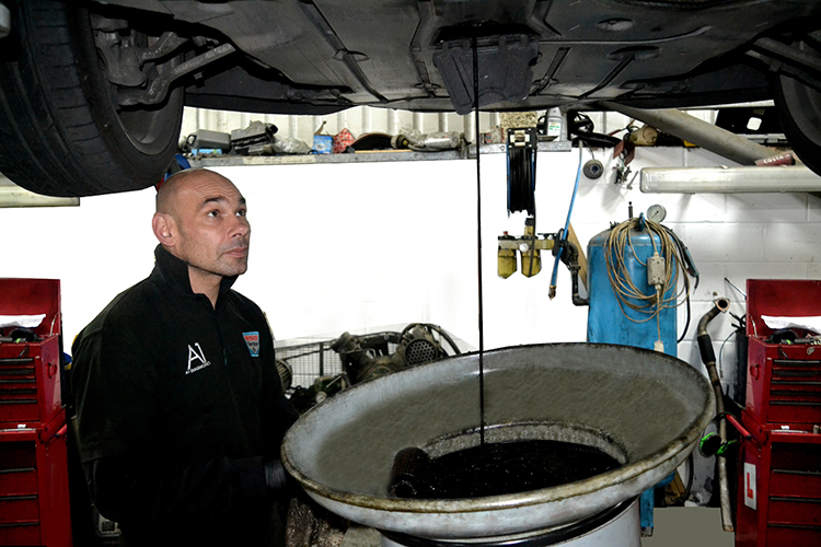 DSC 02541 Nissan oil change and replacement for your Nissan car