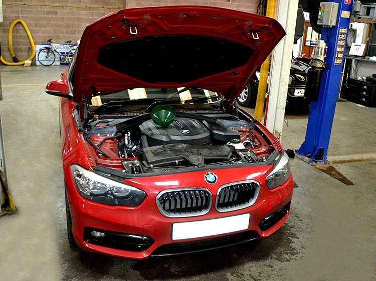 DSC 0714a2 When it comes to servicing brand new models of car we are the right garage to turn to
