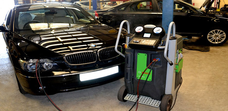 Air conditioning vehicle servicing